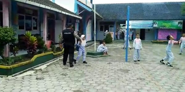 policegotoschool (3)